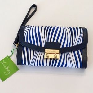 VERA BRADLEY Ultimate Wristlet in Wavy Stripe